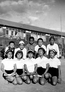 6年竹組リレー選手(前列中央:禎ちゃん左から2番目:私)